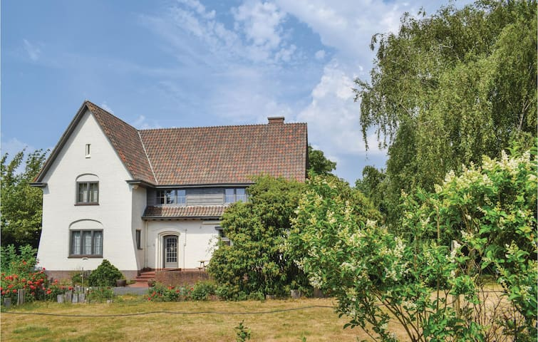 Holiday cottage with 5 bedrooms on 250m² in Poperinge