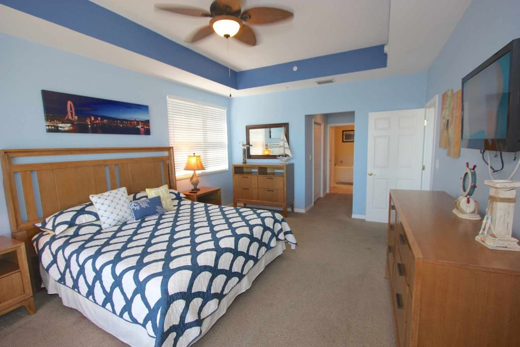 Master Suite with King Bed/Cable TV/Access to Private Patio/Luxurious Master Bathroom/Walk-In Closet