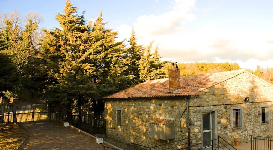 Una casa di campagna immersa nella natura
