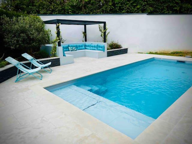 Grande maison au calme avec piscine sur Lyon