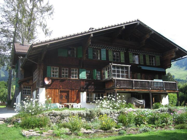 300 years old Chalet close to Center & ski-lift