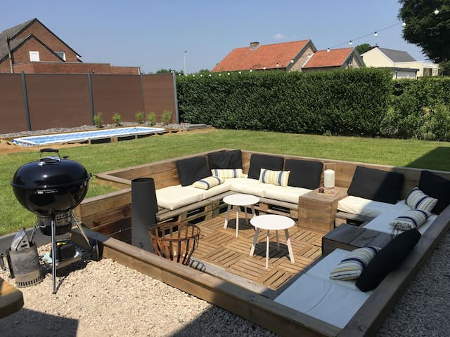 Relax in the lounge and grill the Weber bbq