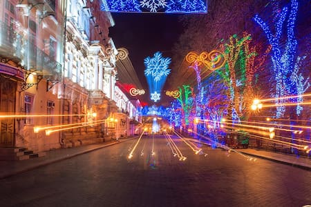 Центр Одессы возле Дерибасовской и Оперного Театра