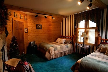 Allegan Country Inn Northern Woods - Allegan - Bed & Breakfast