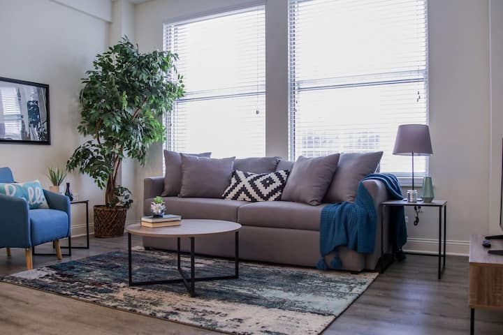 Chic 1br Apt | Heart of Downtown