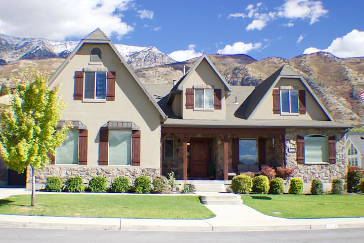 Provo Home sleeps 12+