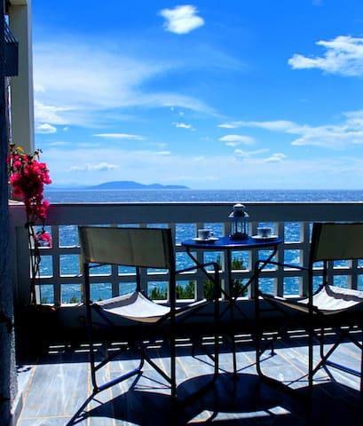 Beachfront studio apartment with beautiful seaview