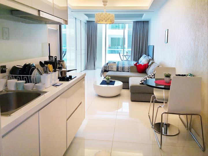 Cozy and safe suite @ Sri Hartamas with balcony