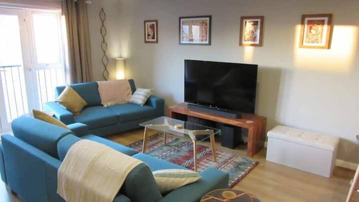 City Doorstep Retreat: Luxury Apartment