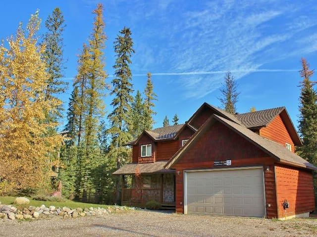 Gorgeous 7 Bedroom Holiday home with Mountain View and close to Ski Station -  First Tracks - East Kootenay A