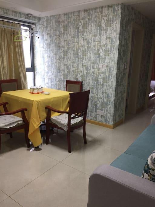 独立客厅的麻将桌