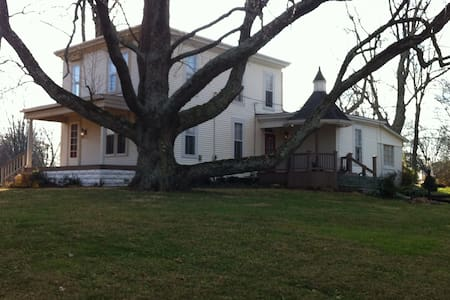 Beautiful Historic Home on 1.5 acre - Louisville - Casa
