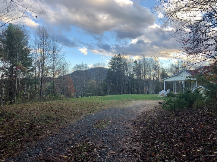 New Listing!  Doe Hill retreat in Linville Falls!