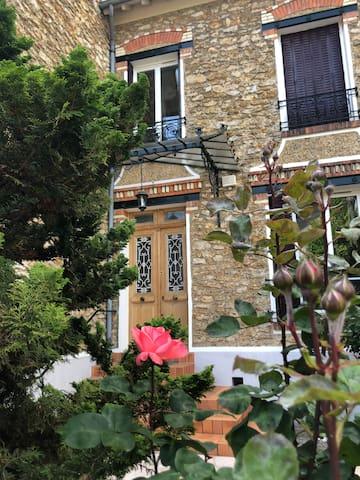 Entre Paris et Disneyland ... La Villa aux Roses