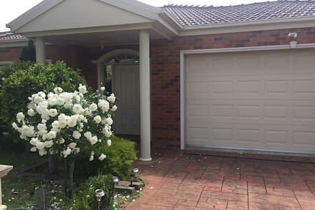 Sweet and Cozy Home - Oakleigh East