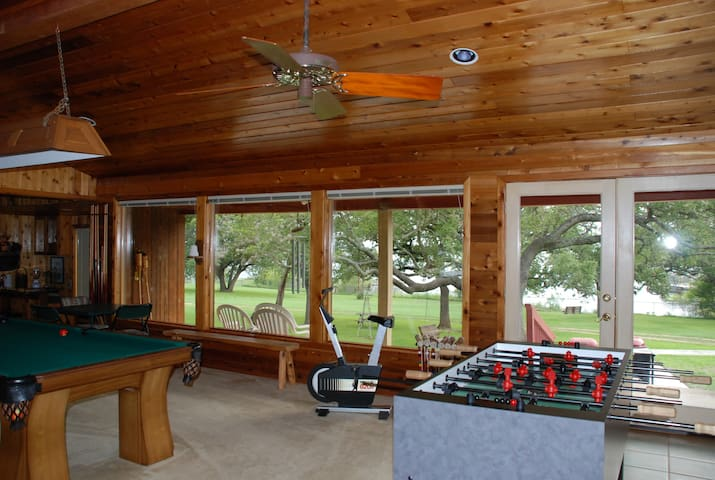 """Log Cabin"" Lodge sleeps 6-8 MEMORIAL DAY OPEN - Burnet - Cabin"