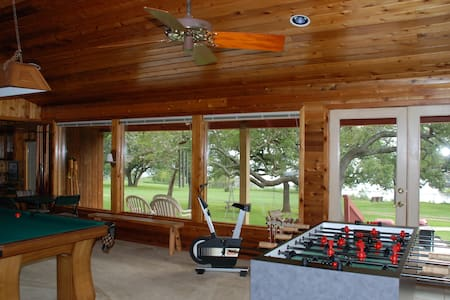 """Log Cabin"" Lodge sleeps 6-8 MEMORIAL DAY OPEN - Burnet - Srub"