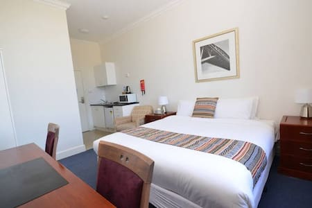 Secure, Modern, Comfortable & Quiet Accommodation - South Bathurst
