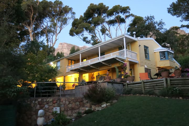 Peaceful B&B in Camps Bay