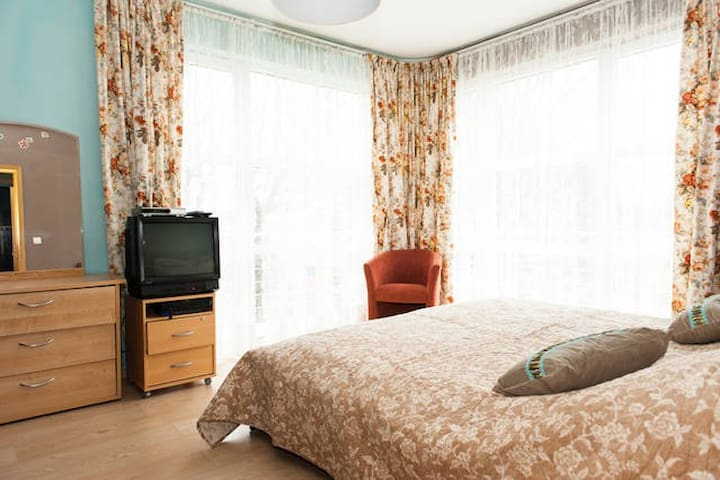 30 m2 large room with private bathroom - Molenbeek-Saint-Jean