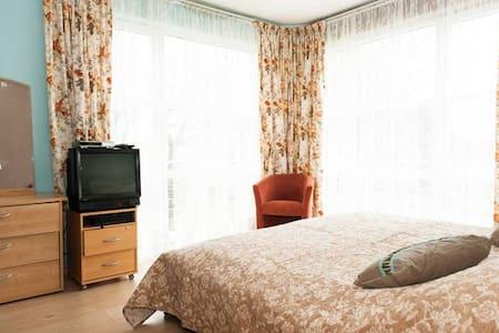 30 m2 large room with private bathroom - Molenbeek-Saint-Jean - Casa