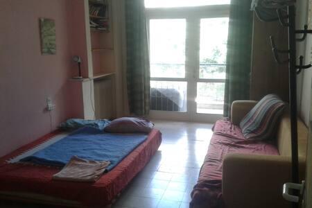 the pink cozy house - Jerusalem