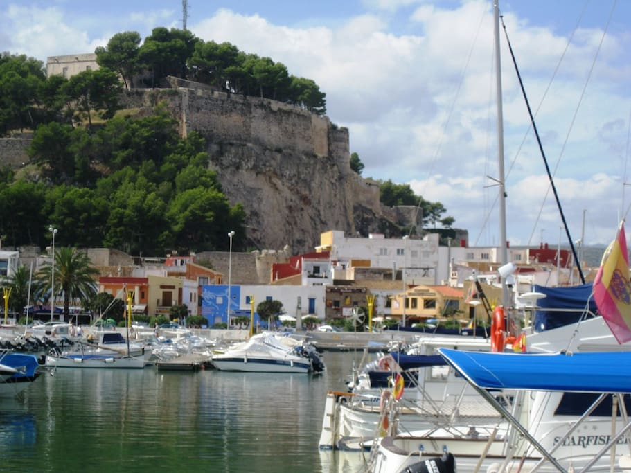 Denia is a lovely city, which is alive the whole year and at the same time, due to the long stretch of beach, it is never too crowded in summer.