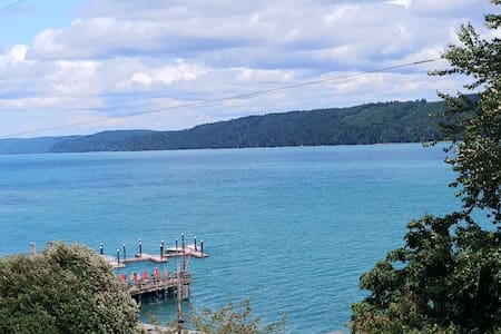 Sweeping Views, Walkable to Pier/Shops +2 Kayaks!