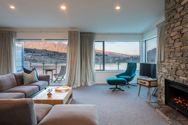 Lakefront Living   Exquisite Views   3-4 Bedrooms