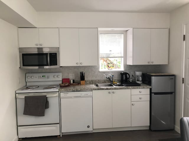 The newest cozy apartment in heart of Vancouver!