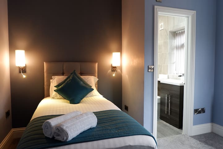 Hotel standard City centre Single En-Suite room 6