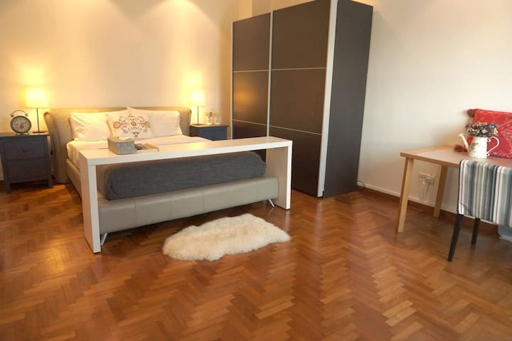 Spacious Master room with Private Bathroom/3minMRT