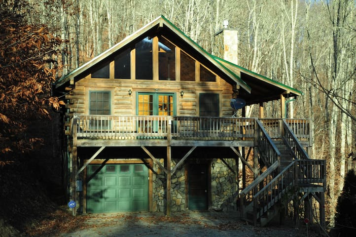 Log Cabin Retreat in the Smoky Mountains - Maggie Valley - House