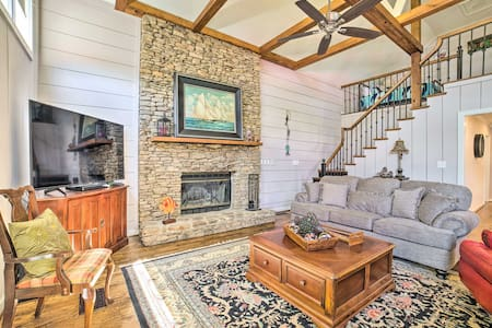 NEW! Spacious Coosa River Retreat w/Dock + 3 Piers