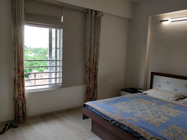 Serene apartment for women professionals