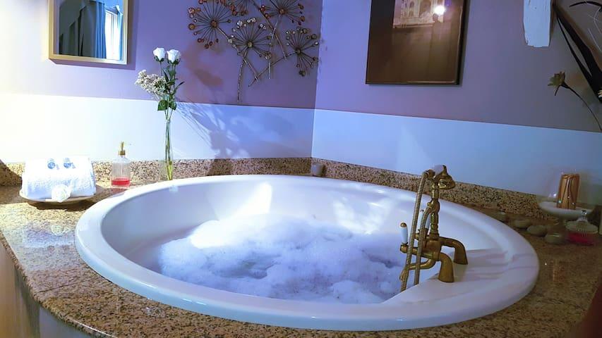 Suite 70m2 baignoire spa, terrasse & bar lounge