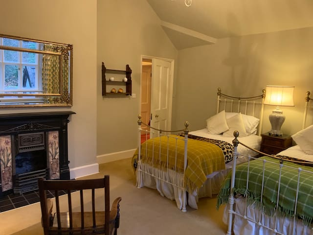 Twin bedroom with enquire shower room.  Feature fireplace