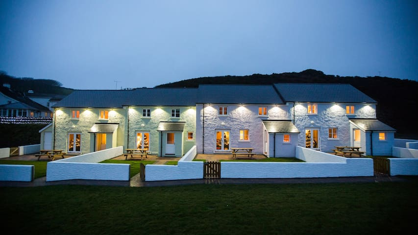 Shearwater Cottage | Seafront accommodation