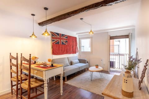 KUIA apartment with balcony in the Old Town of Bermeo