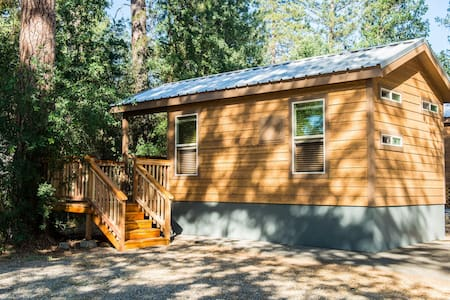 Brand New Yosemite Tiny House A - Ahwahnee - Blockhütte