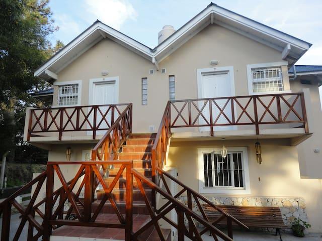 Villa Gesell Eluney nº8 cómodo dpto para 3 pnas!