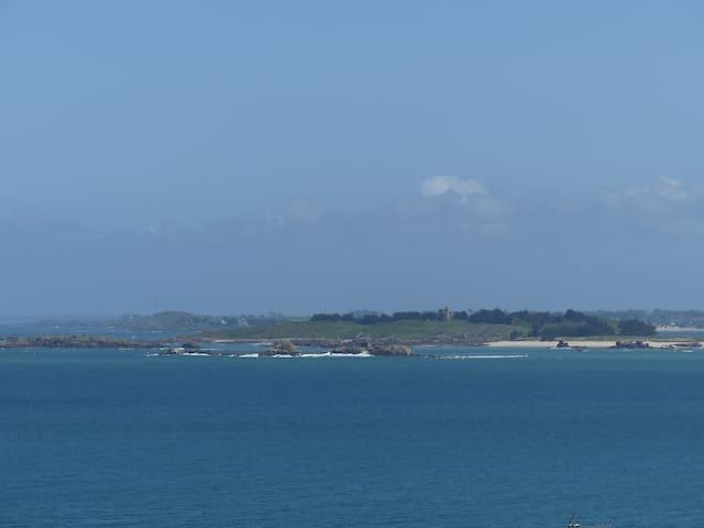 LA CERISAIE 1 Très belle vue Mer