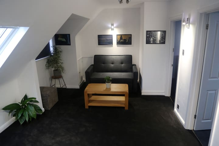 Self contained Studio****1 min to Train Station.