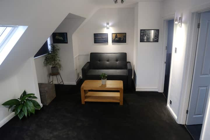 Self contained Flat****1 min to Train Station.