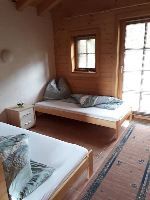 Ferienzimmer für 2 Personen mit Balkon