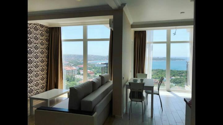 Прекрасная квартира с панорамой на море и бухту