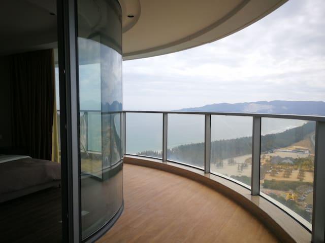 三亚海棠湾保利财富中心159平方大两房两厅套房海景公寓