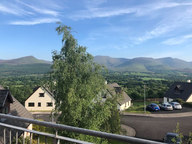 Cosy, clean, lodge sleeps 6 with panoramic views