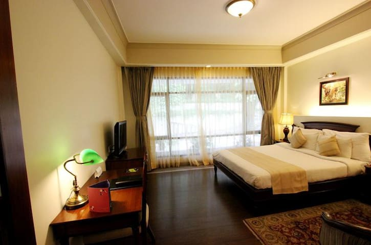 Premium room facing the Naini Hill - Nainital - Boutique hotel