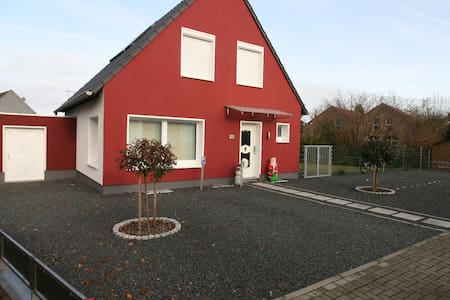 Haus mit 3 Privatzimmer und Garten für 1-6 Pers.